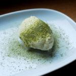 Creme aus weißer Schokolade mit grünem Tee