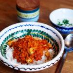 Linsencurry mit Schweinefleisch und Minzjoghurt