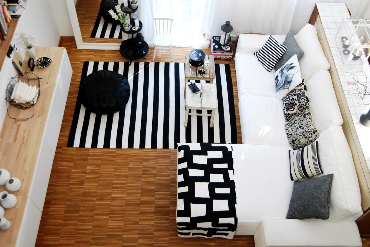wohnzimmer weiß schwarz:Deko in Schwarz und Weiß im Wohnzimmer