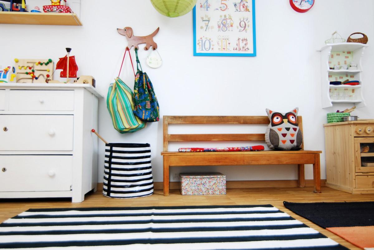 vintage Holzbank im Kinderzimmer - Leelah Loves