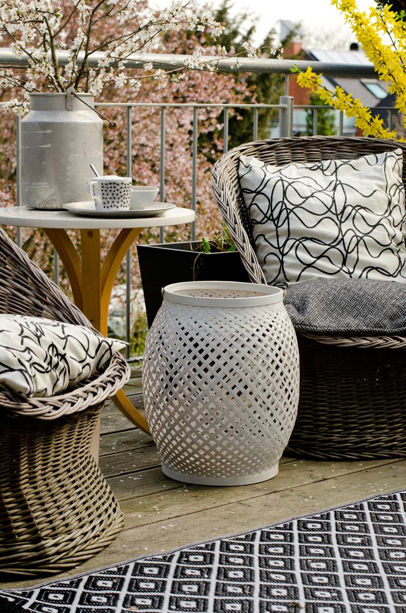 ein balkon provisorium leelah loves. Black Bedroom Furniture Sets. Home Design Ideas