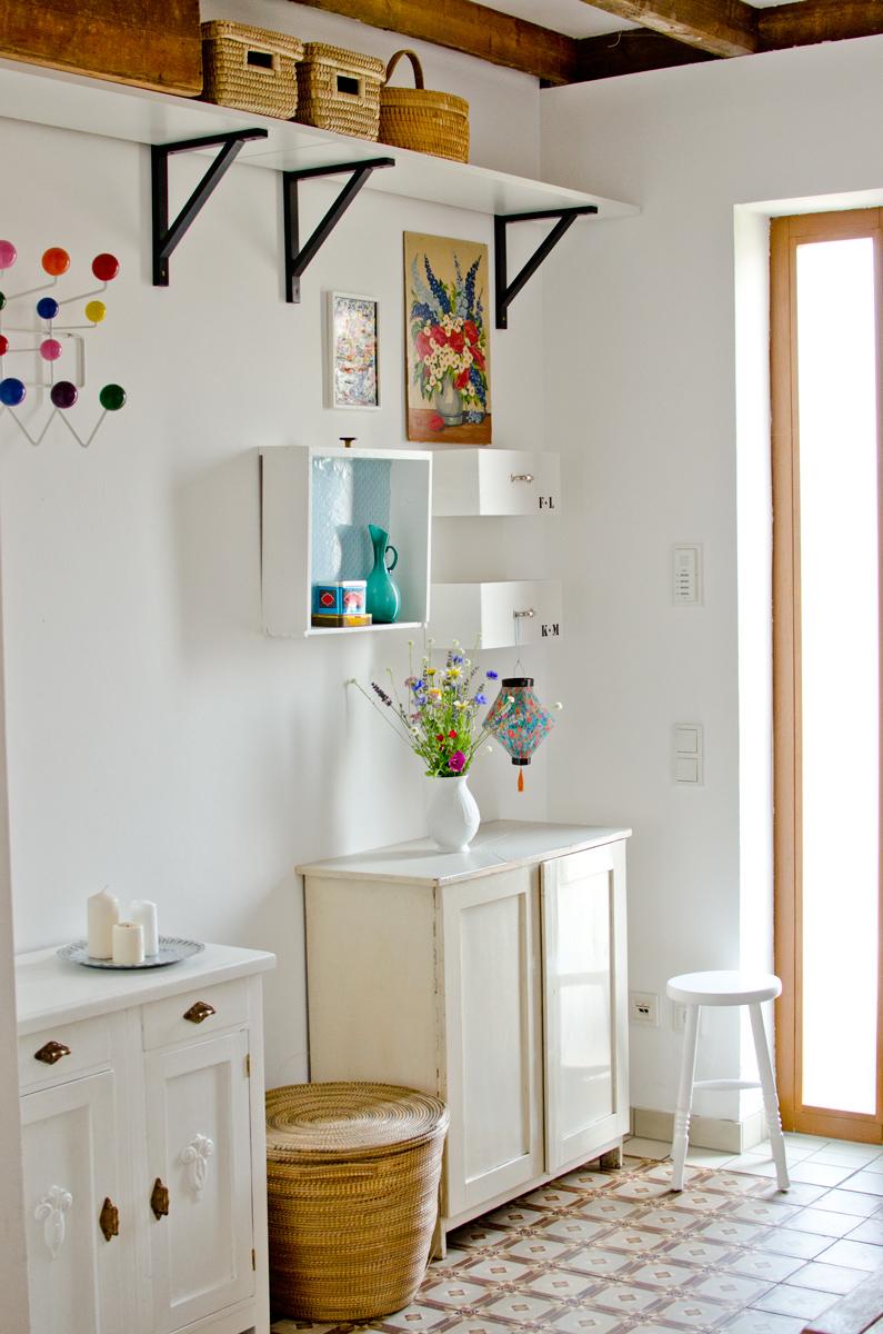 flur makeover leelah loves. Black Bedroom Furniture Sets. Home Design Ideas