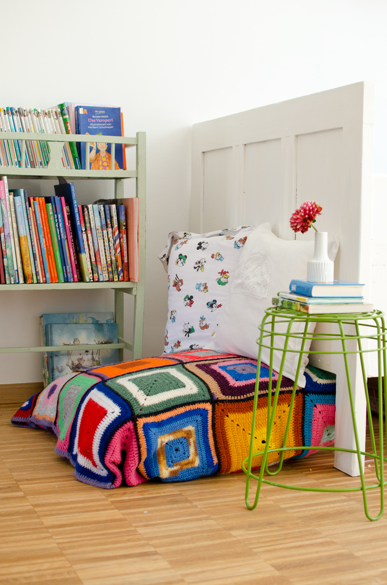 Leseecke im Kinderzimmer mit vintage Granny Decke - Leelah Loves