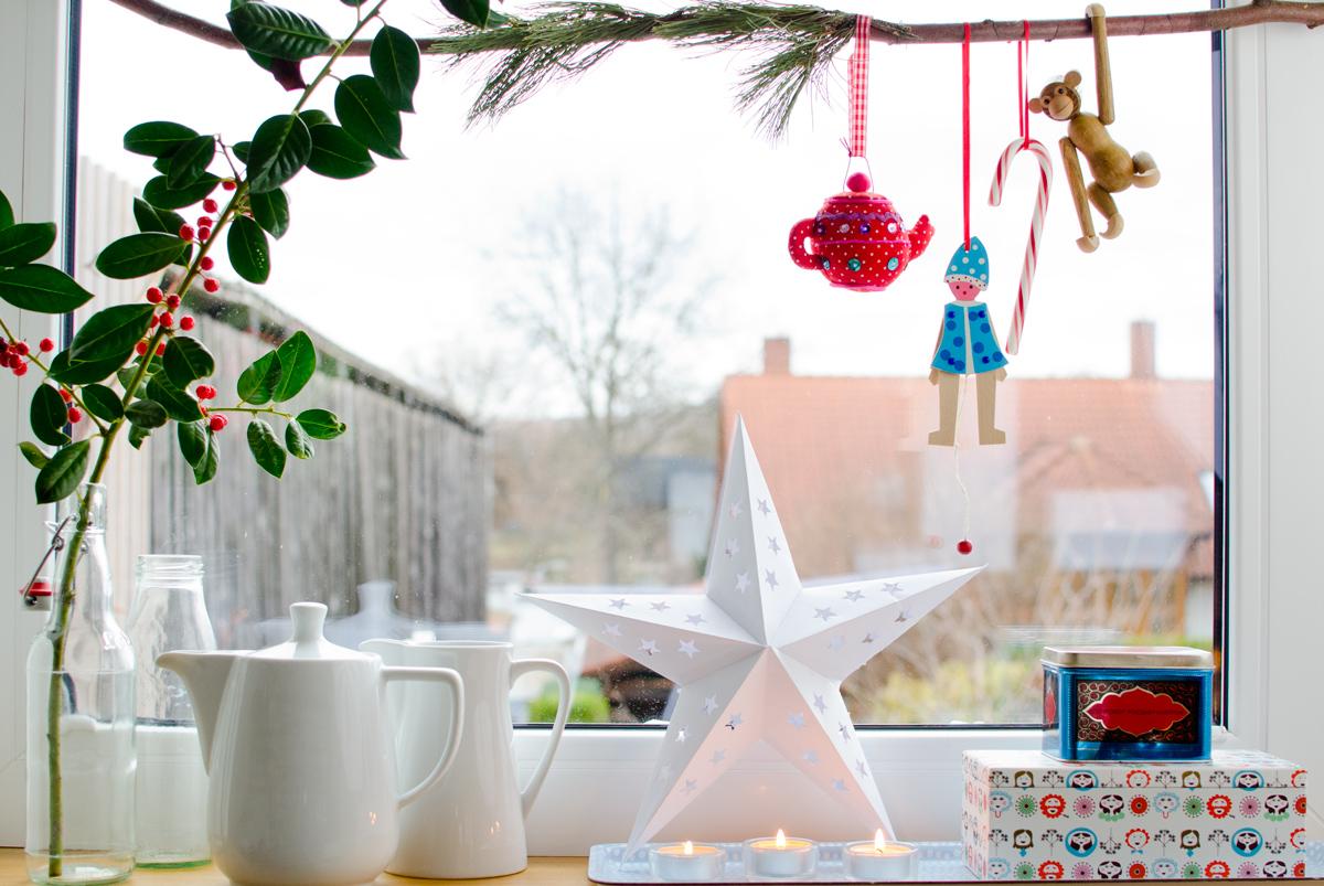Weihnachtliche Deko Am Fenster In Der Kuche Im Vintage Stil Leelah