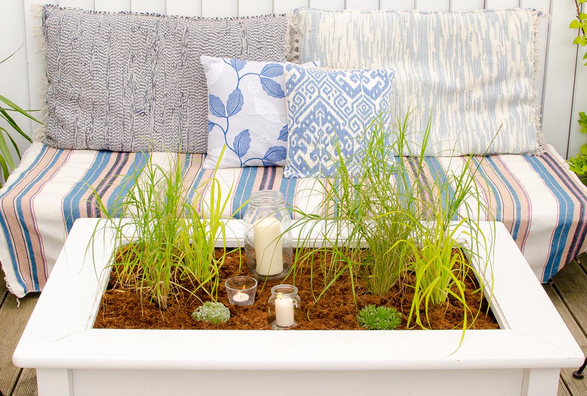 Bepflanzter tisch f r den balkon leelah loves for Couchtisch mit glasplatte und schublade zum dekorieren