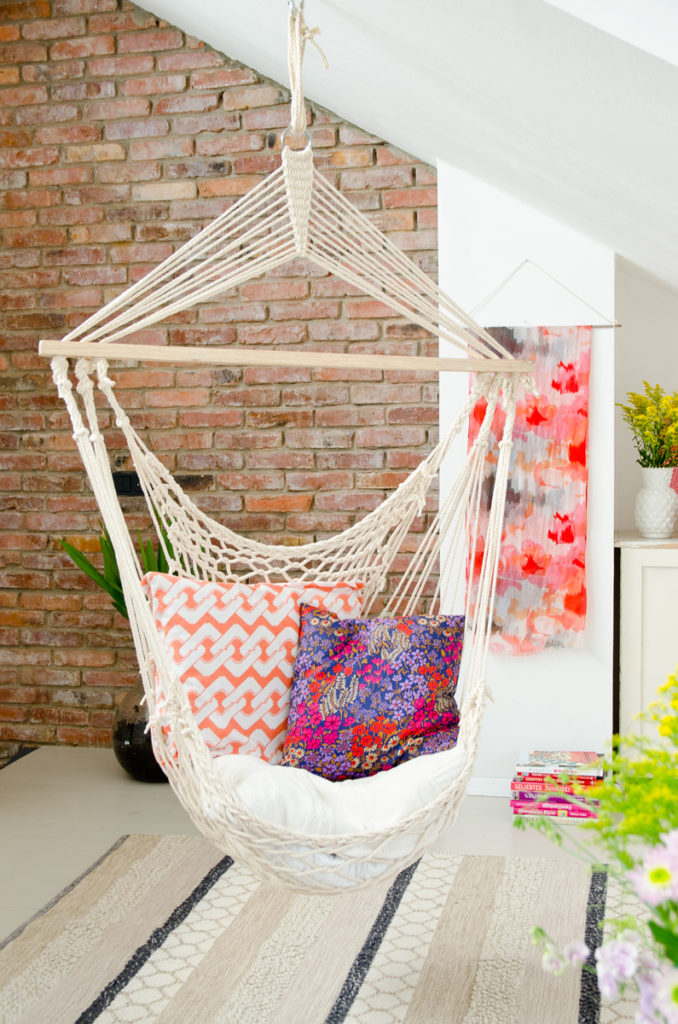 Dekoideen für ein Wohnzimmer im Boho Look mit bunten Farben und Mustern und Deko von bonprix