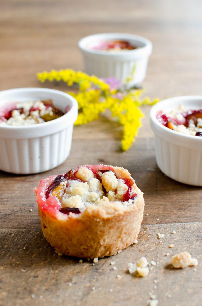 Herbstdeko und Rezept für leckere Pflaumenküchlein mit Mürbeteig