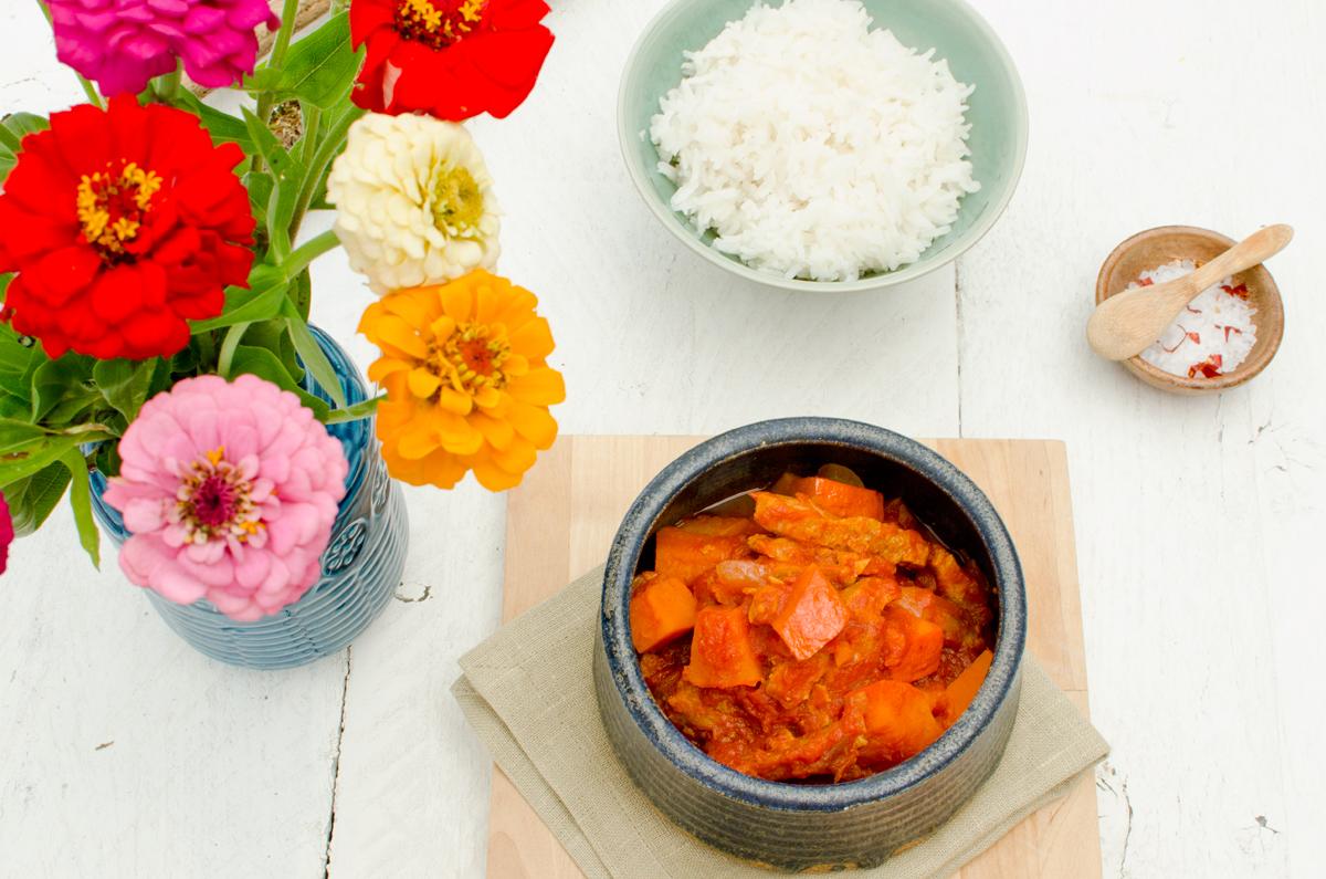 keine zeit zum mittagessen 6 k rbis tomaten gulasch vegan leelah loves. Black Bedroom Furniture Sets. Home Design Ideas