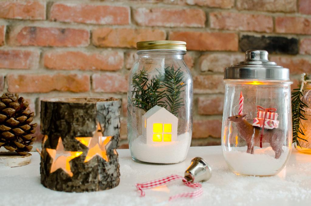 DIY Weihnachtsdeko mit beleuchteten Schneekugeln in Einmachgläsern