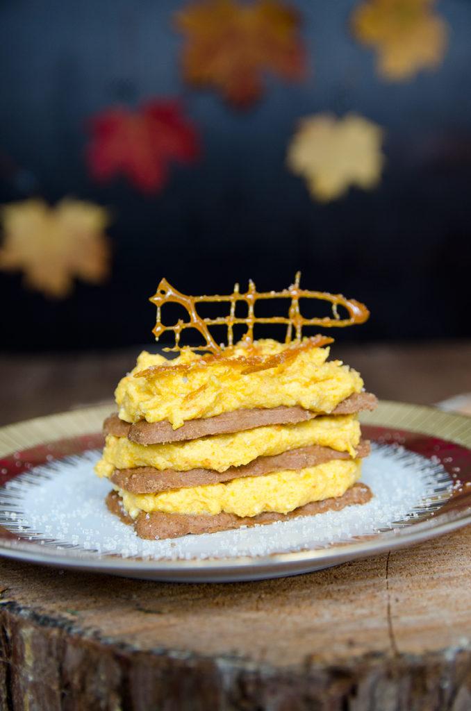 Süße Kürbis Mousse mit Spekulatius als leckeres Dessert für kalte Tage im Herbst