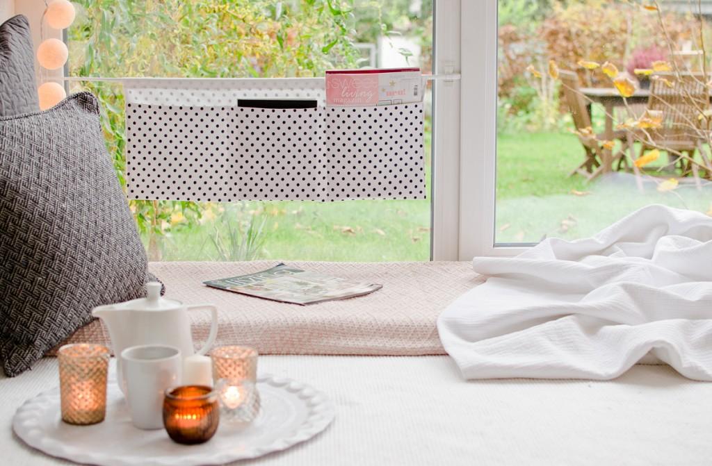DIY genähtes Utensilo für das Fenster aus Stoff mit Tesa Powerstrips transparent