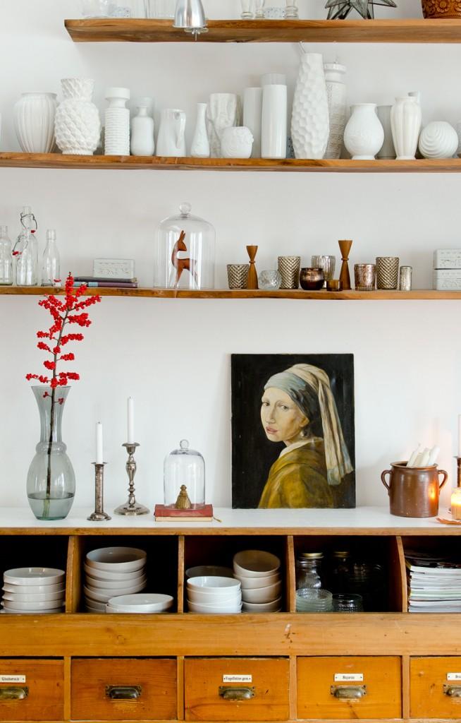Dekoideen für das Wohnzimmer im November mit vintage Bild und Illex Zweig