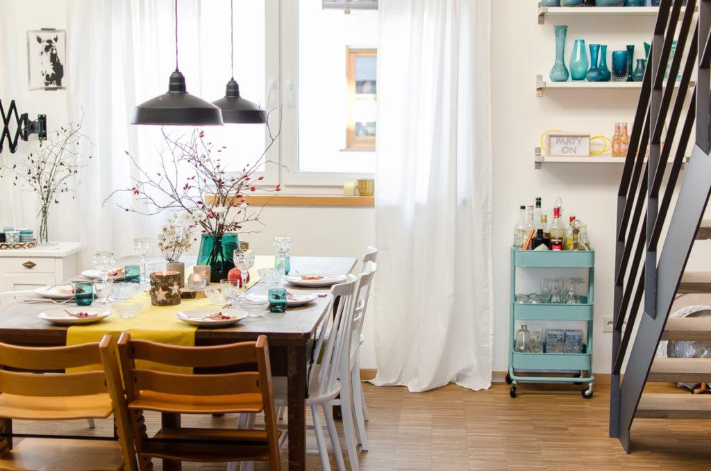Dekoideen für die Tischdeko im Herbst und Winter im vintage Look mit Hagebutten