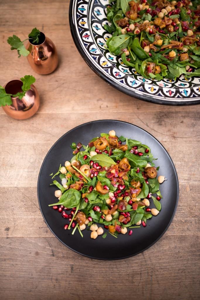 Rezept für Kichererbesen-Spinatsalat mit Granatapfel und Datteln