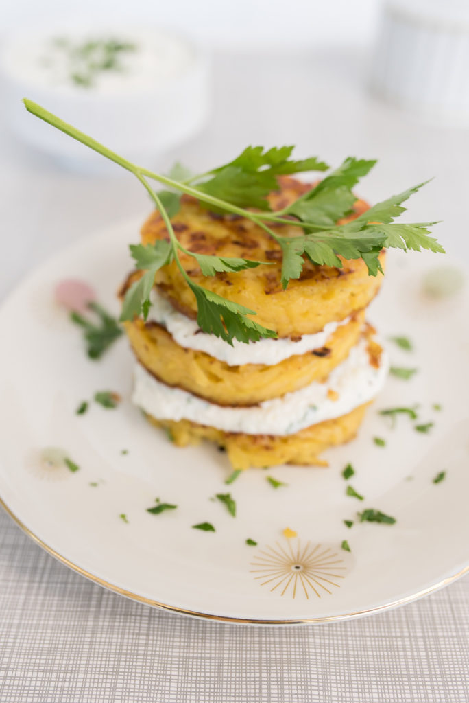 Rezept für vegane Steckrübensuppe und Steckrüben Rösti mit Apfel-Meerettich-Quark leckeres Winter Essen