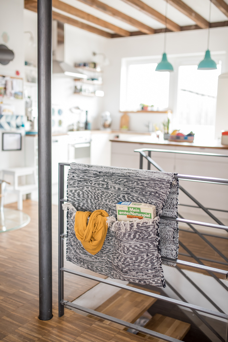 DIY Flicken Teppich Utensilo Für Das Treppengeländer Als Ordnungshelfer Für  Die Wohnung Mit Mehren Stockwerken