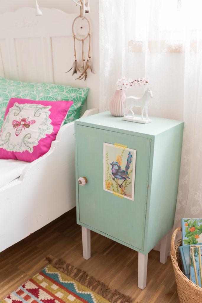 DIY Nachttisch Schrank für das Mädchen Zimmer mit Kreidefarben im Pastell vintage Look