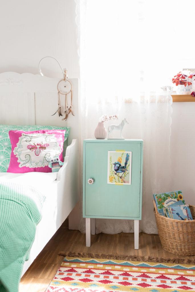 DIY Nachttisch Schrank für das Kinderzimmer mit Viva Color Chalky Kreidefarben in Pastellfarben im vintage Look