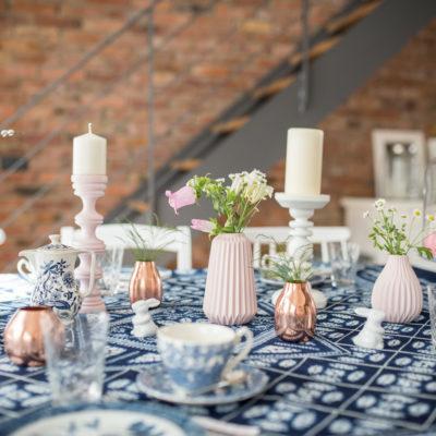 Oster-Tischdeko in Blau und Rosa