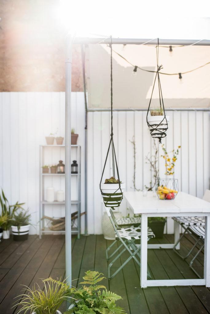 DIY Überdachung in Hausform für den Balkon aus altem Partyzelt und LKW Plane