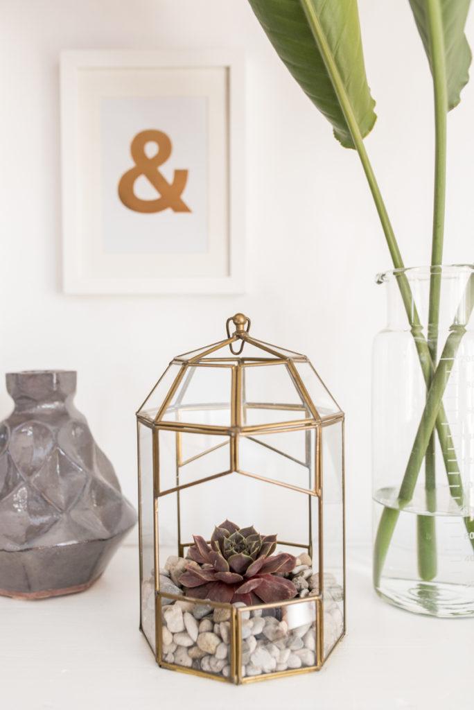 vintage Gewächshaus aus Glas und Messing im modernen Look für das Wohnzimmer