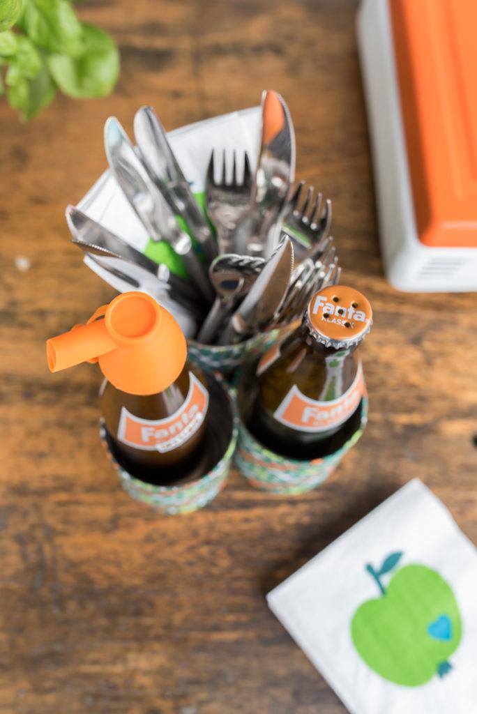 DIY upcycling Utensilo für Gewürze und Salatdressing als Deko für den Tisch zum Grillen im retro vintage Look