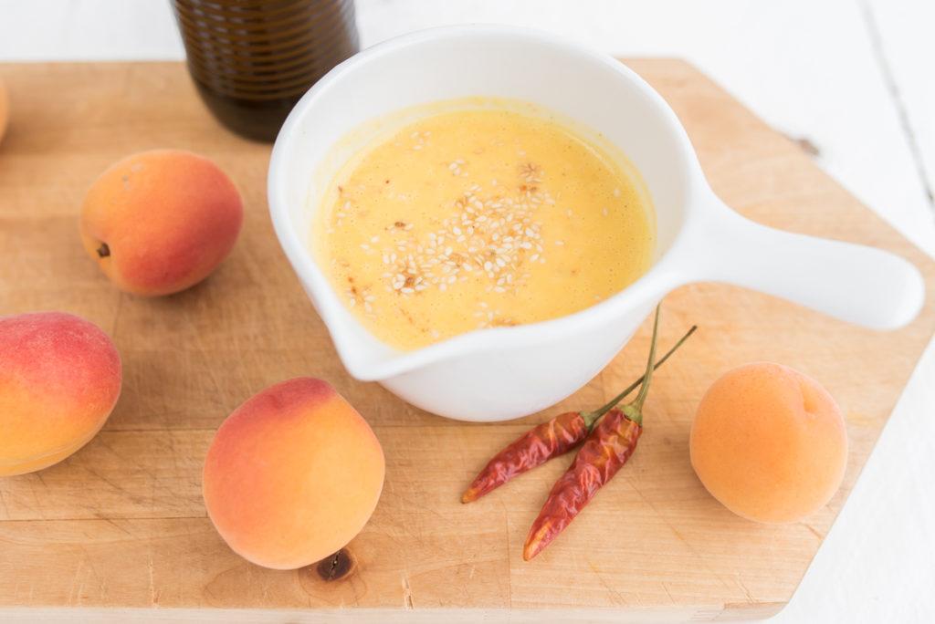 Rezept für Fanta Aprikosen Dressing mit Chili und Sesam als frische, scharfe Rezeptidee mit Fanta Klassik