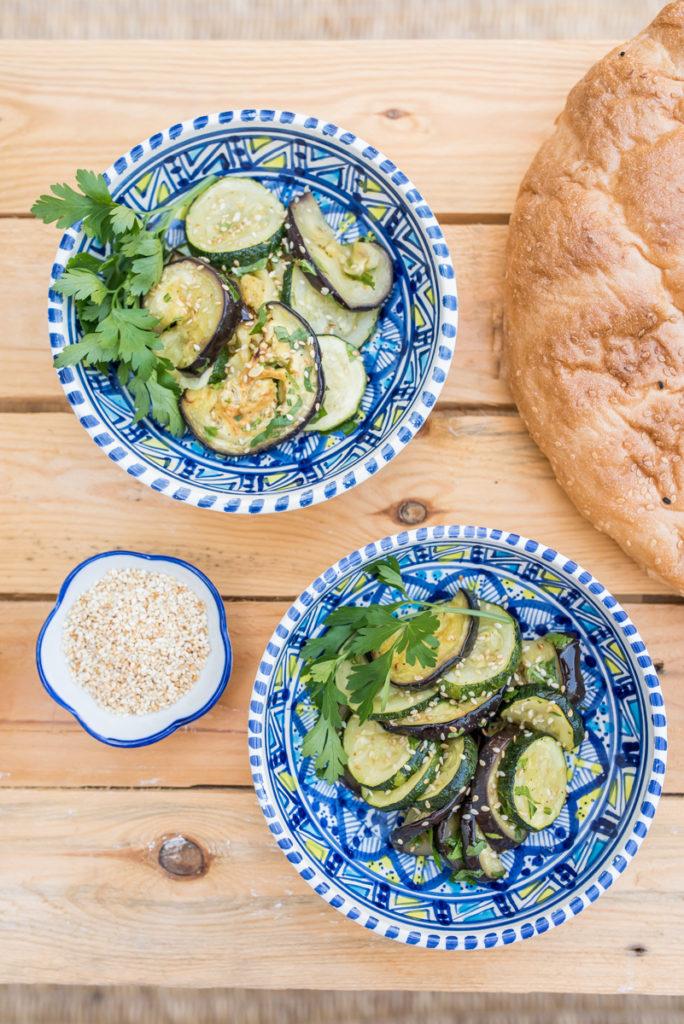 Grill Rezepte für sommerliche Tomaten-Auberginen-Salsa mit Garnelen und Grillgemüse mit Sesam und Orangen