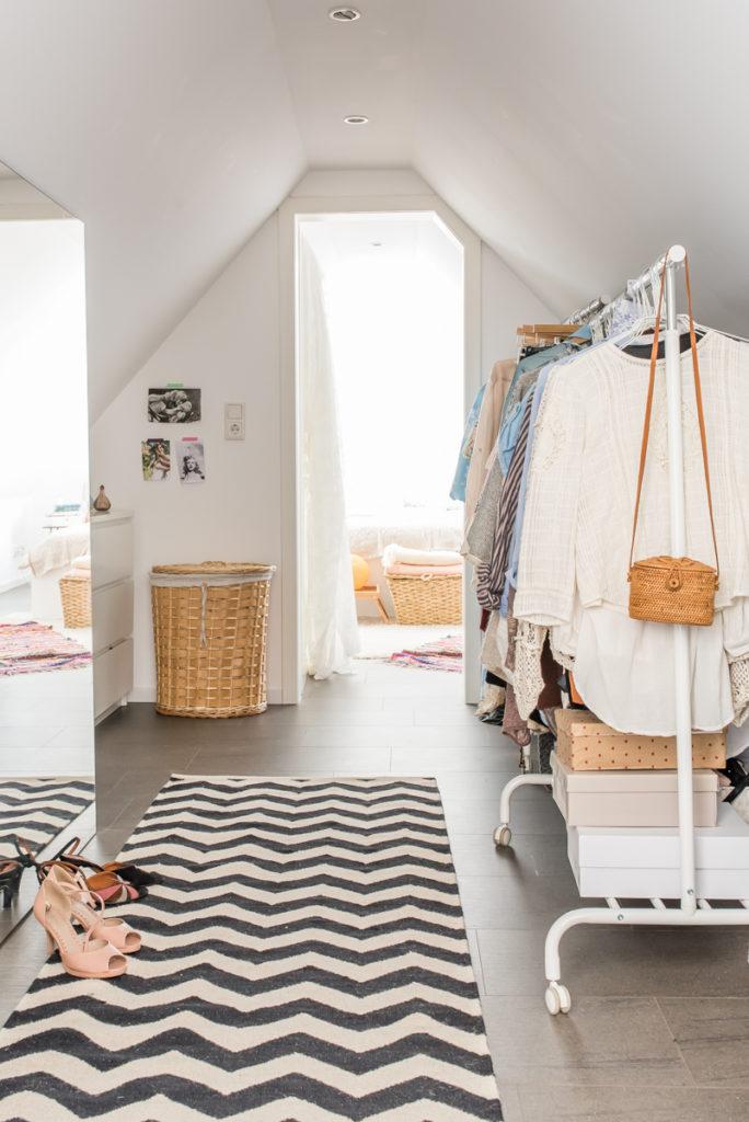 Wohnideen im Boho Loft mit Deko Ideen im vintage Look für das Ankleidezimmer