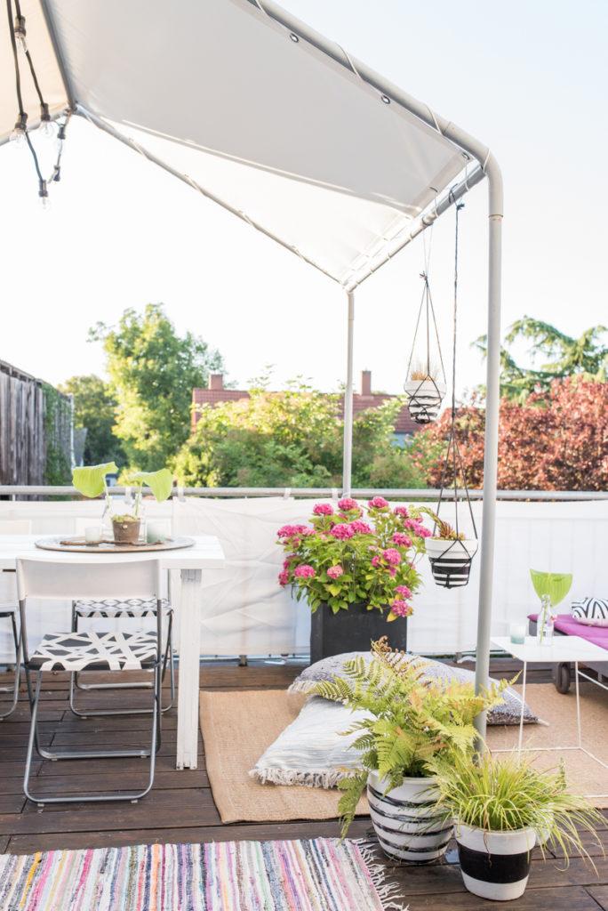 Dekoideen für den Balkon im Sommer