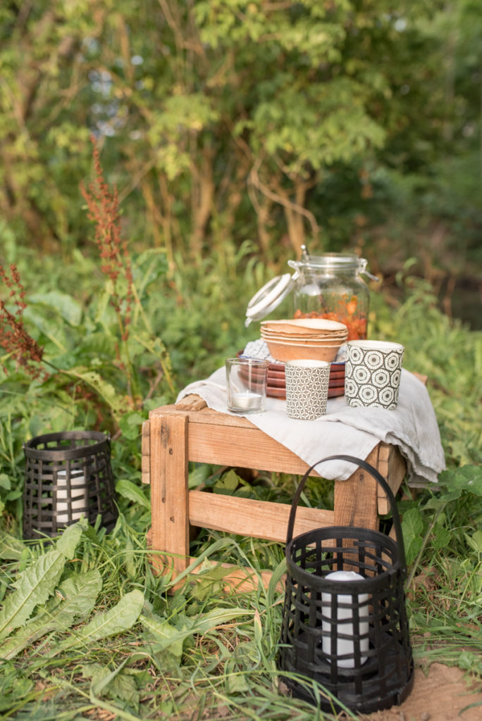 Dekoideen im Boho Look und Rezepte für Stockbrot und Dips am Lagerfeuer mit Freunden als perfekter Sommerabend am Wasser