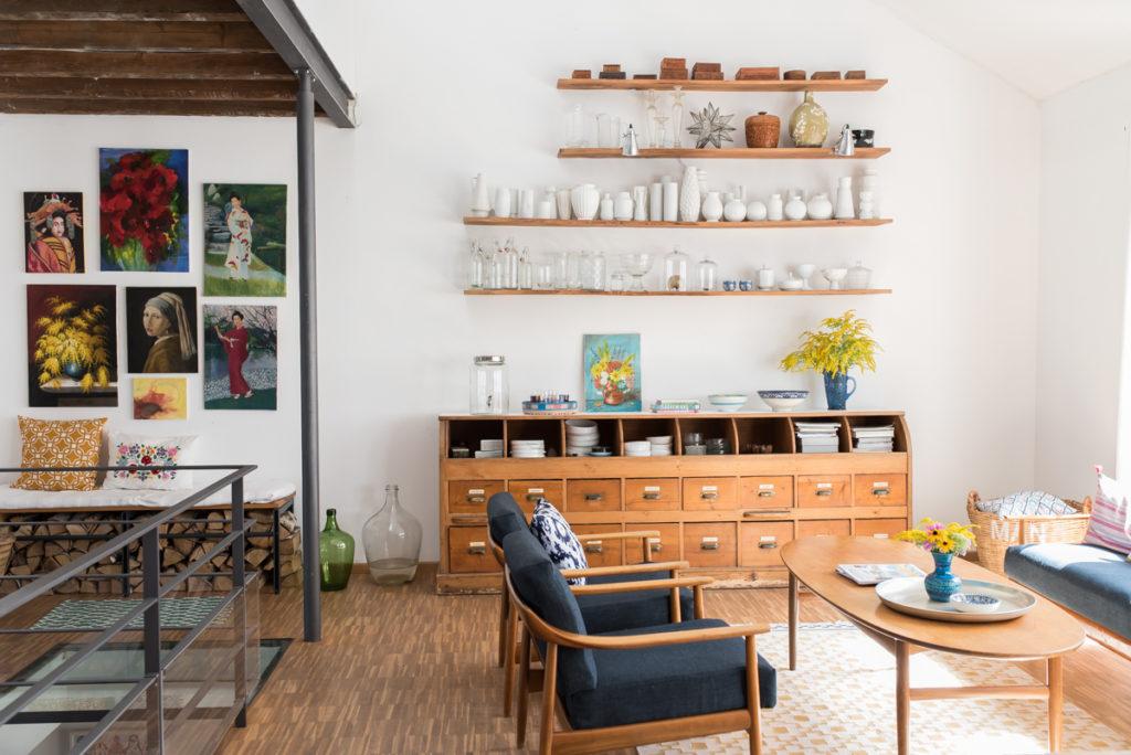 Dekoideen im skandinavischen boho vintage Look für das Wohnzimmer im Sommer in frischen Farben