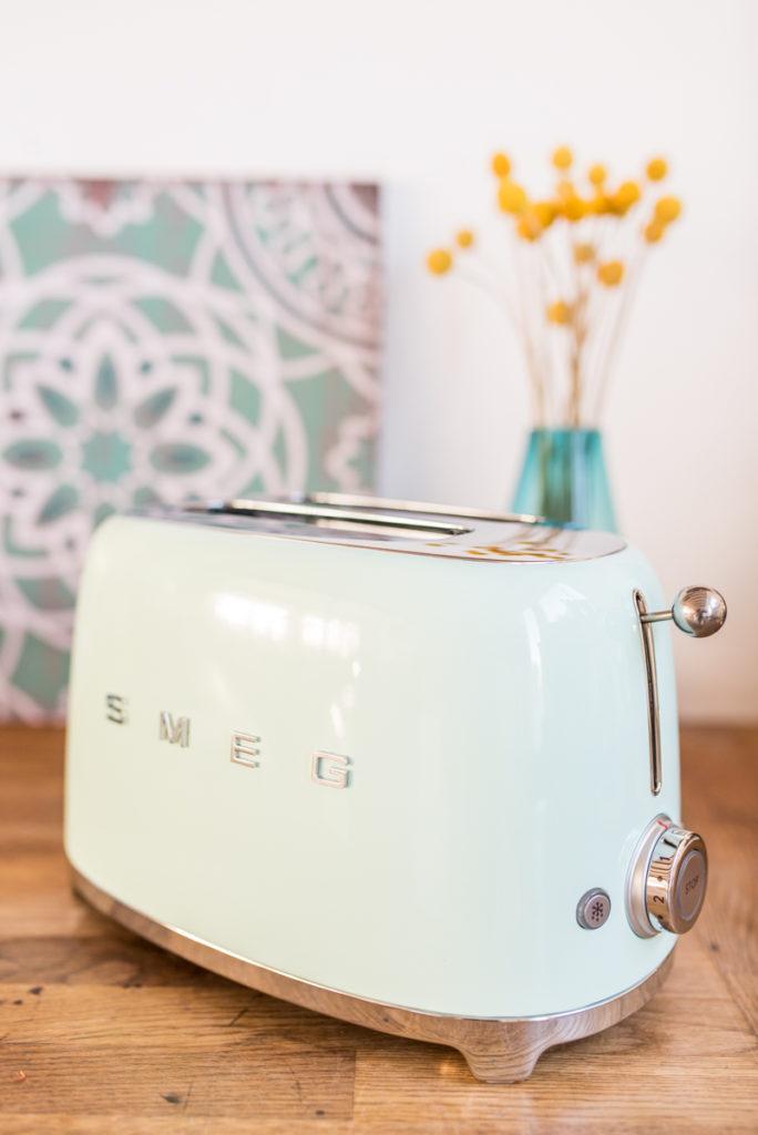 Gewinnt einen retro Toaster von SMEG als Deko für die Küche im vintage Look