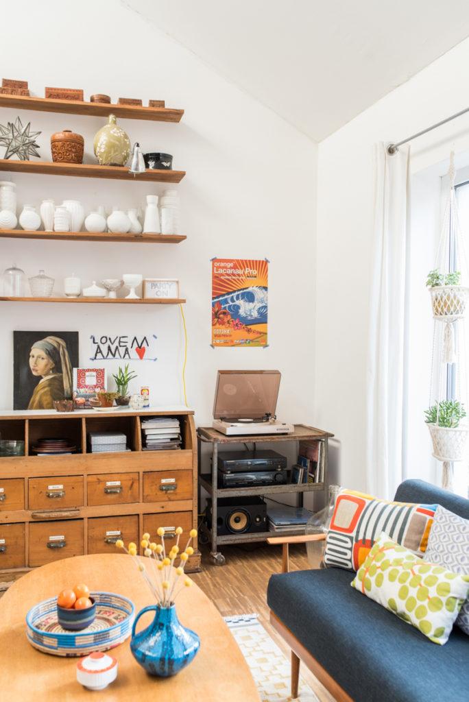 Deko im Wohnzimmer im bunten vintage Look gegen trübe Wintertage