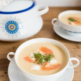 Apfel-Sellerie-Suppe mit Räucherlachs
