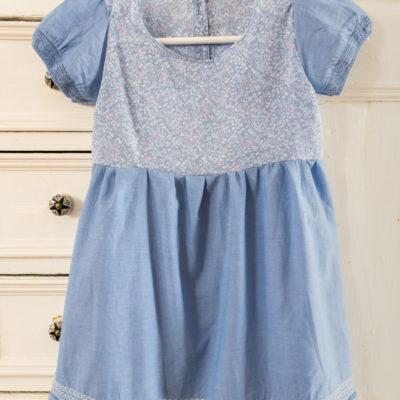 DIY – Inspiration: upcycling Kinderkleid aus zwei Blusen