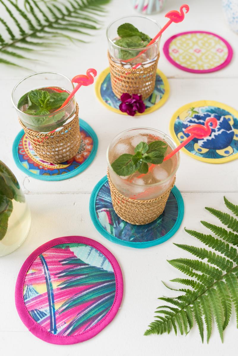 selbst gemachte DIY Glasuntersetzer aus Stoffresten und Wachstuch als Deko für die Party