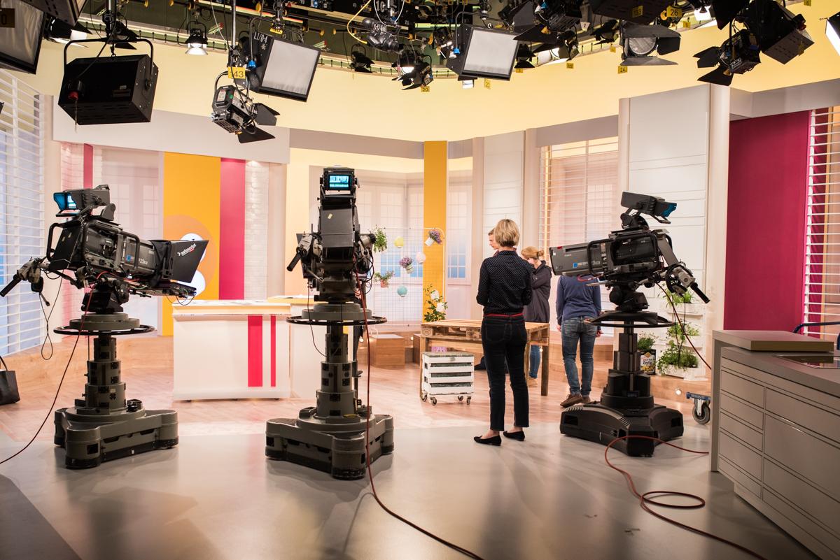 Katharina von Leelah loves als Deko Expertin zum Thema upcycling im Studio bei HR Service: Zuhause