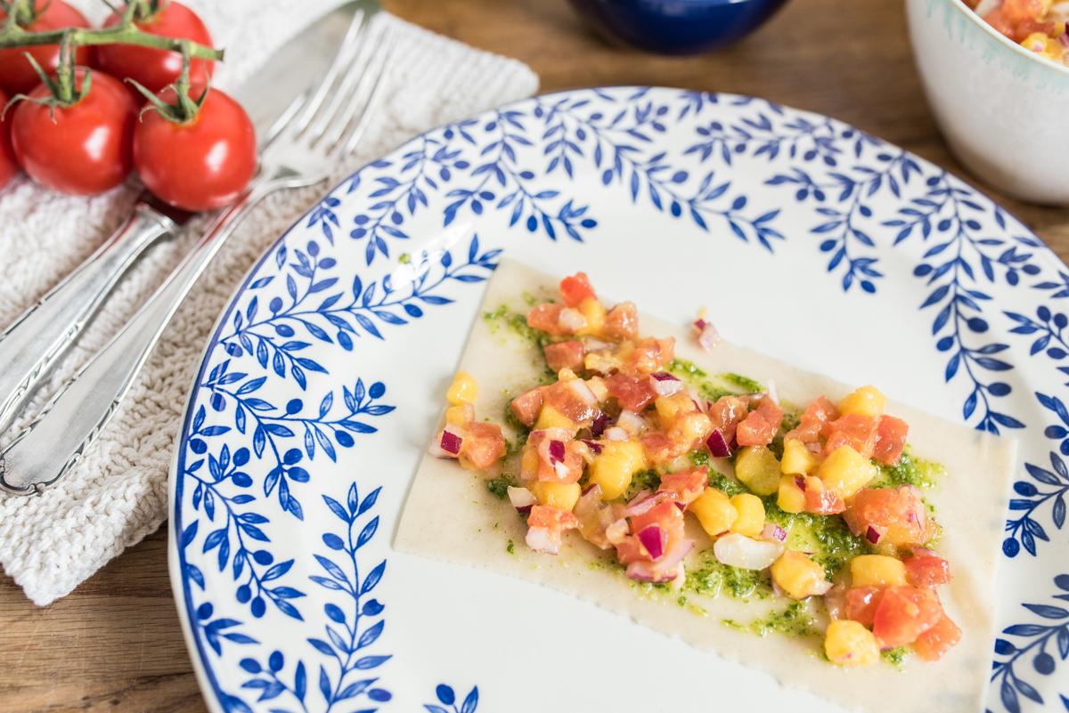 Rezept für Sommer Lasagne mit selbst gemachten nudeln, Tomaten Mango Salsa und Rucola Pesto