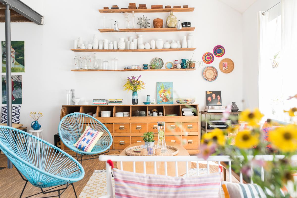 Deko Ideen für das Wohnzimmer im Sommer im farbenfrohen Boho vintage Look