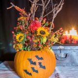 DIY – Halloween Deko mit Blumen und Kürbis