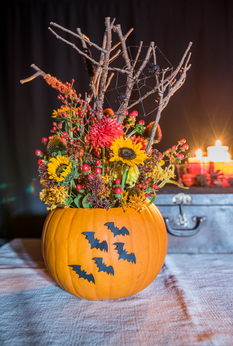 diy halloween deko mit blumen und k rbis leelah loves. Black Bedroom Furniture Sets. Home Design Ideas