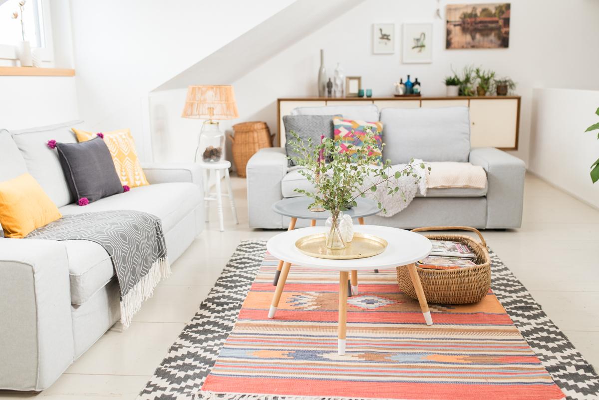 Deko Ideen für das Wohnzimmer im boho vintage Look im Herbst mit kräftigen Farben und Mustern