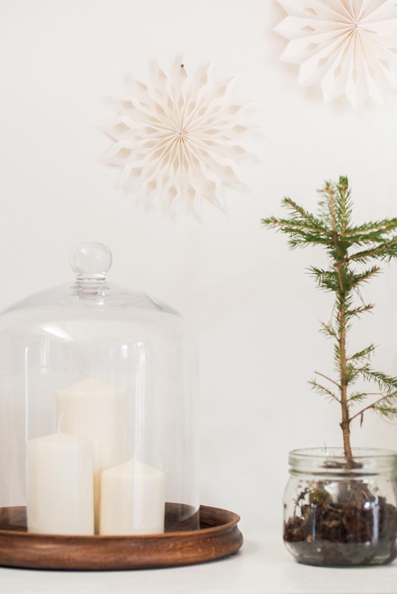 Winterliche Deko auf dem Sideboard im vintage Look für das Wohnzimmer