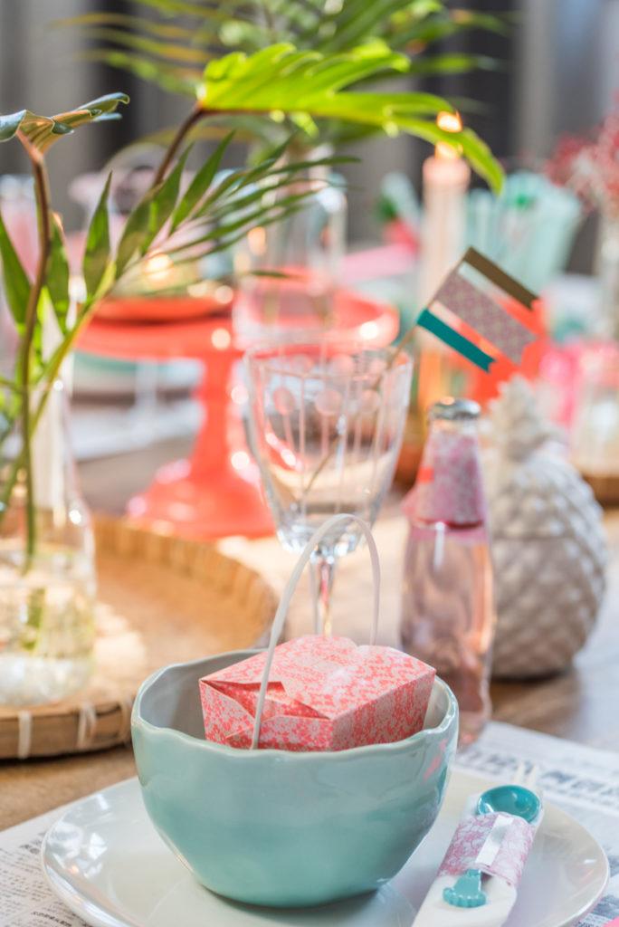 Dekoideen für Silvester mit Tischdeko von RICE und ediths in bunten Farben im Club Tropicana Look