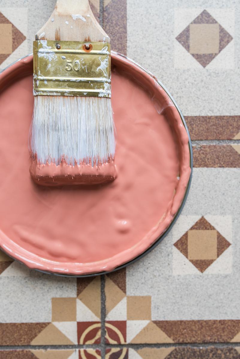 Kreative Wandgestaltung mit Rottönen im Boho vintage Look