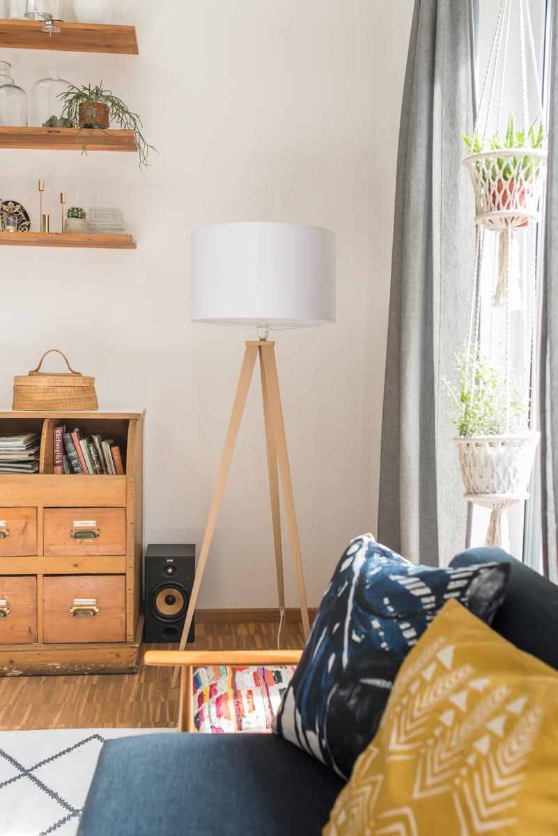 Deko und Einrichtungs Ideen für das Wohnzimmer im Frühling im Boho vintage Look mit Flohmarkt Funden und Möbeln im Vintage Stil