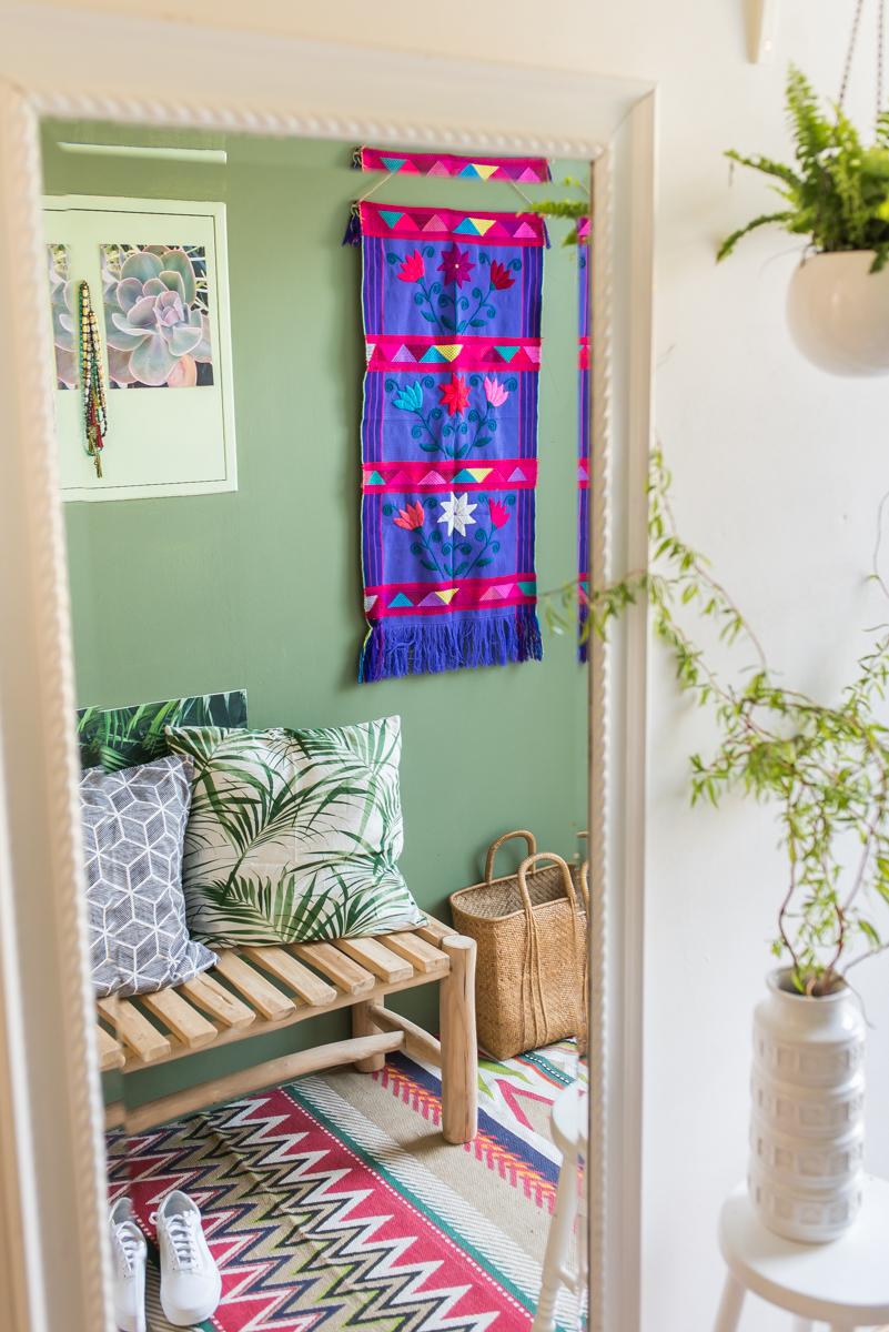 Flur makeover mit vorher/ nachher Bildern und neuer Wandfarbe sowie vintage Deko im botanical urban jungle Look