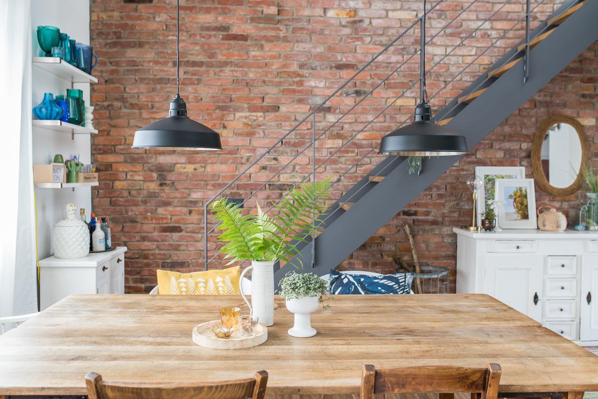 Dekoideen für das Sideboard im Wohnzimmer mit Pflanzen und Sukkulenten im sommerlichen Boho urban jungle Look