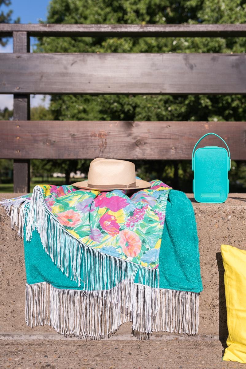 Anleitung für ein selbst genähtes DIY Strandtuch mit Frottee Stoff und Fransen für den Strand oder das Schwimmbad